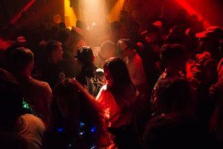 DJ Frank besitzt eine umfangreiche Musikauswahl die ein breites Repertoire an tanzbaren Musikstilen abdeckt.
